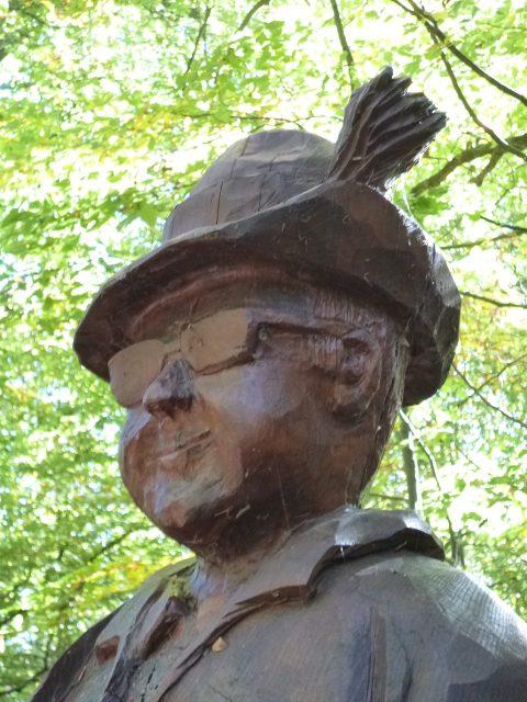 Denkmal mit Brille